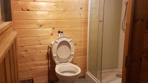 Charmant-douche en toilet van chalet